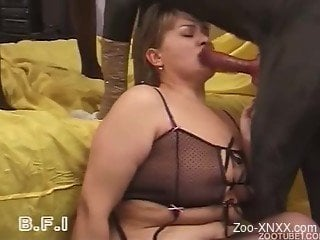 Cock-loving amateur slut sucks her black dog with love