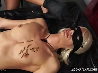 Wormy tit torture video with a kinky blonde