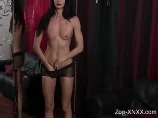 Beauty with a wormy pussy getting freaky for the cam