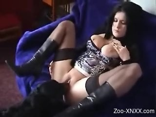 Awesome zoophilic video with a thicc brunette babe